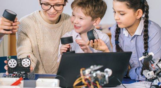 Ambienti di apprendimento innovativi: festeggiamo la primavera con idee e attività di robotica e creatività
