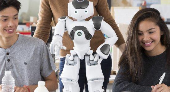 """""""Si può fareee!"""": il robot umanoide NAO, ora disponibile anche a noleggio"""